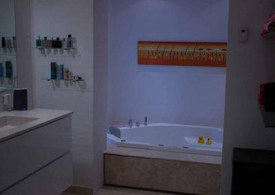 Badeværelse lavet med spabad.